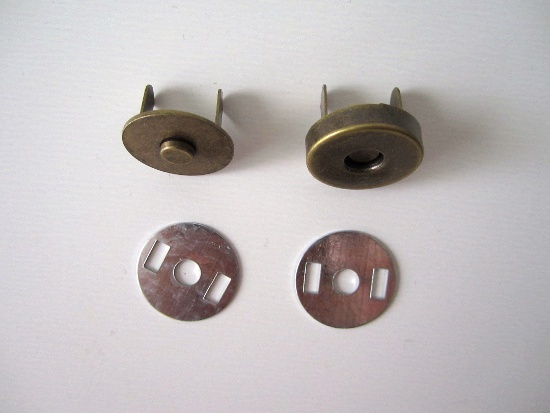 En haut à gauche : partie mâle - En haut à droite : partie femelle - En bas : les 2 rondelles
