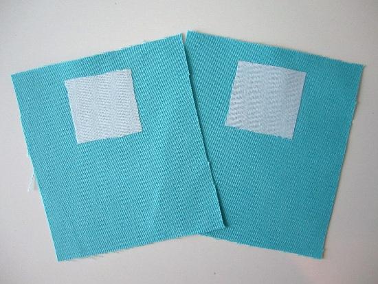 Thermocollez de l'entoilage sur l'envers de votre tissu, là où sera fixé le fermoir magnétique.