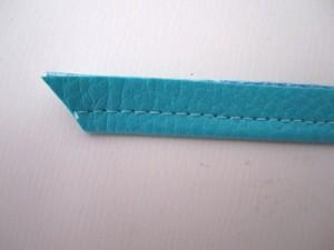 Extrémités coupées en diagonale.