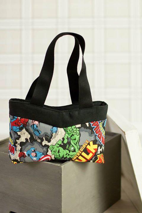 Un sac Annie thème Marvel cousu par La Malle de Maphie. Une variante raccourcie en hauteur.